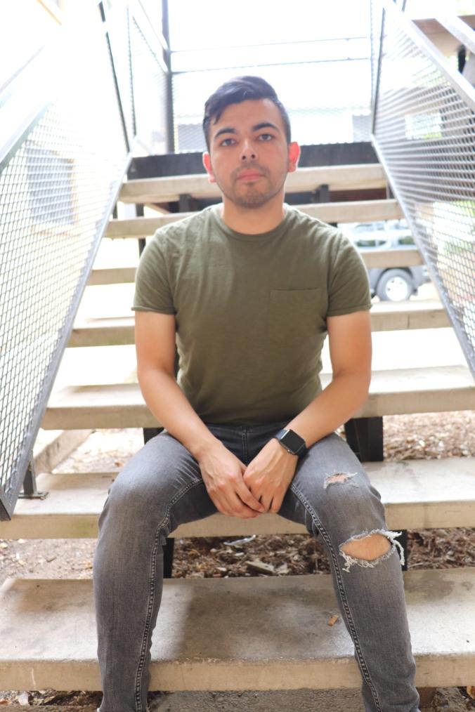 torn-jeans-target-shirt-3