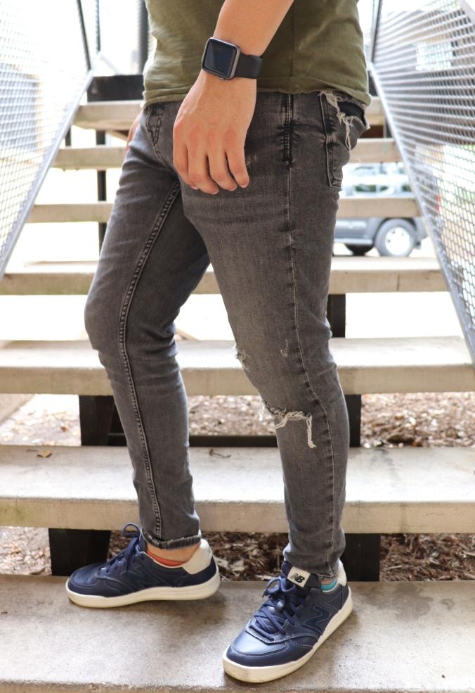 torn-jeans-target-shirt-2