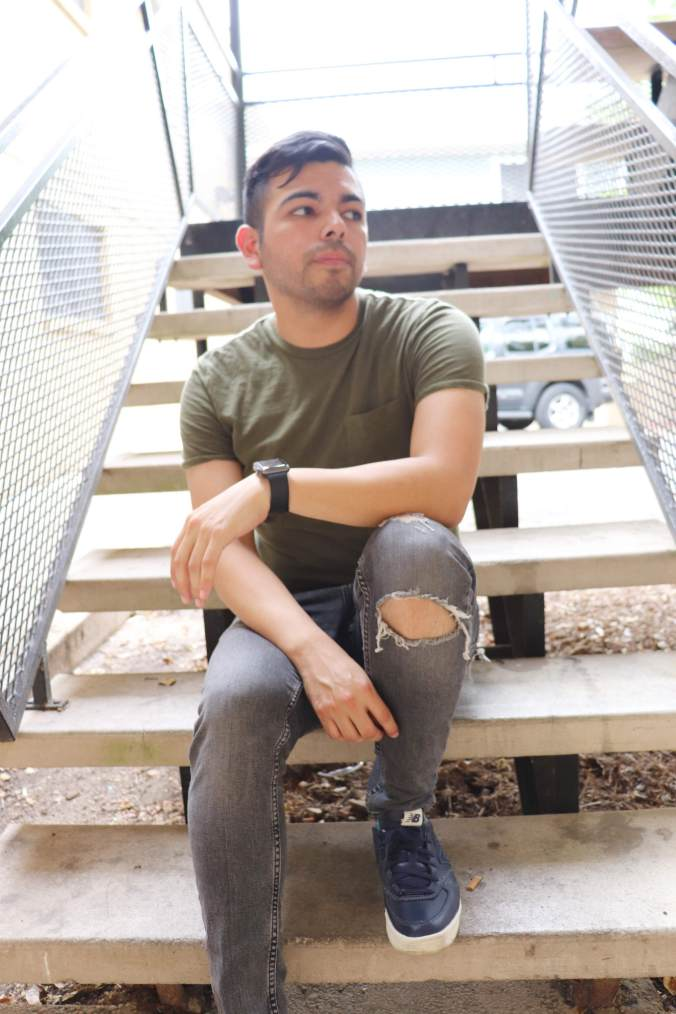 torn-jeans-target-shirt-1