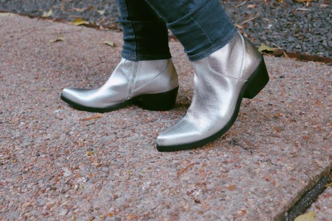 silver_boots_cowboy_look_5