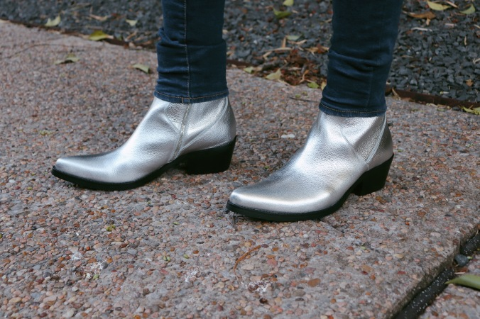 silver_boots_cowboy_look_6